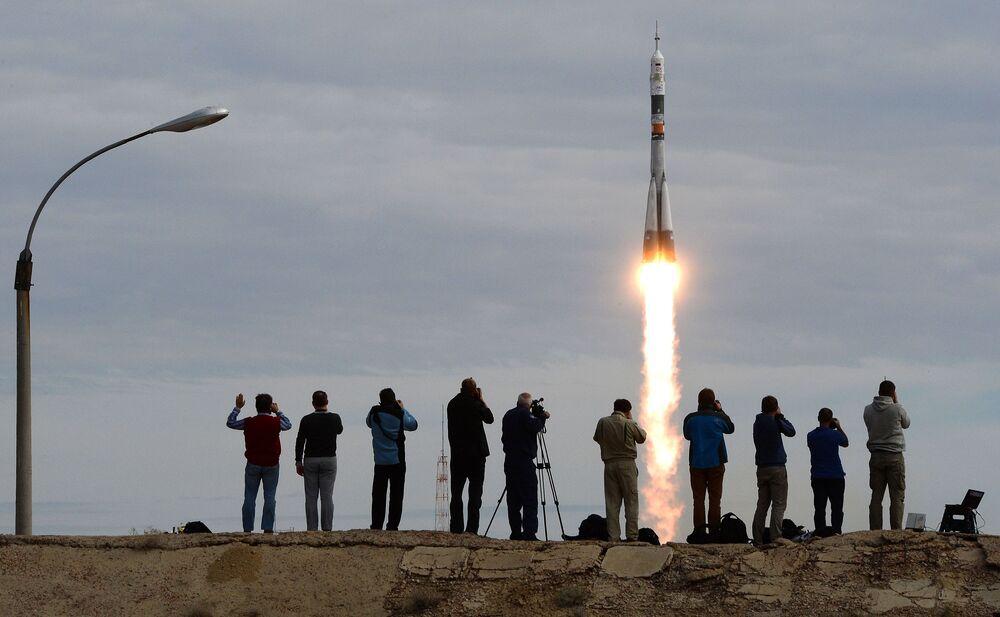 Il lancio della Soyuz TMA-18M dal cosmodromo di Bajkonur.