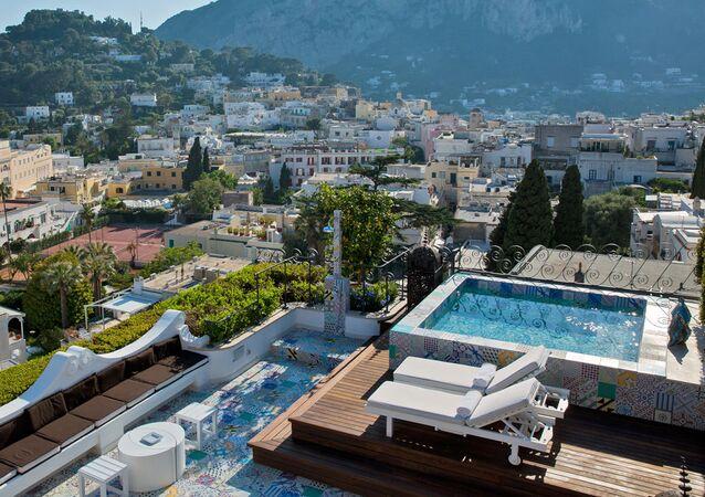 La vista dall'albergo Capri Tiberio Palace a Capri, Italia.