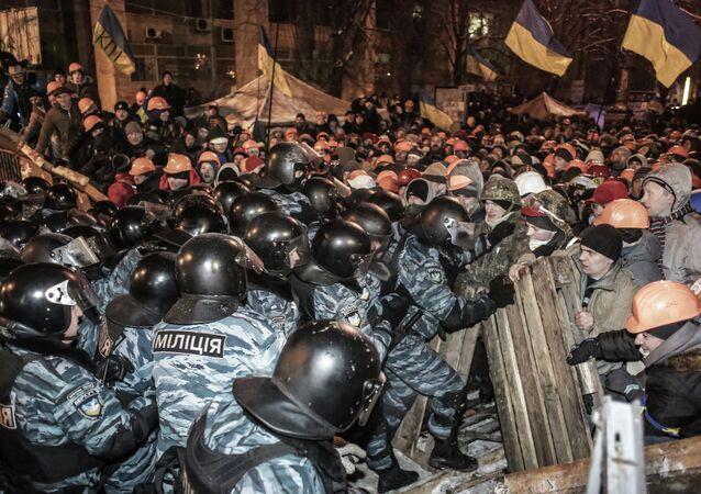 Maidan, scontri tra dimostranti e polizia (foto d'archivio)