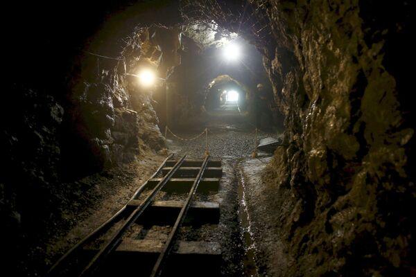 Un tunnel nei pressi della città di Wałbrzych in Polonia. - Sputnik Italia