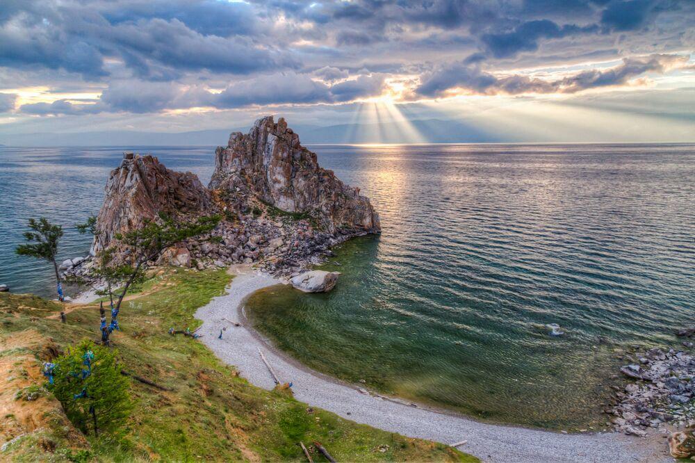 Capo Burchan, detto la roccia dello sciamano.