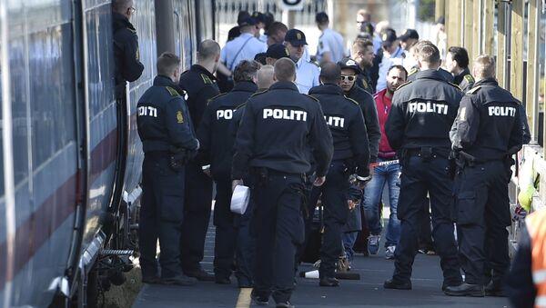 Danimarca, la polizia controlla i treni con i migranti provenienti dalla Germania - Sputnik Italia