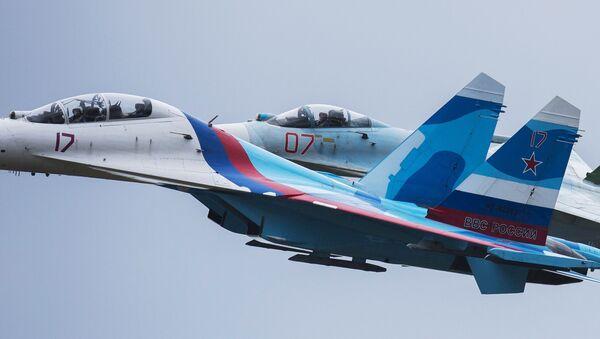 Пилотажная группа Соколы России выступает на открытии 10-ой международной выставке Russia arms expo - Sputnik Italia