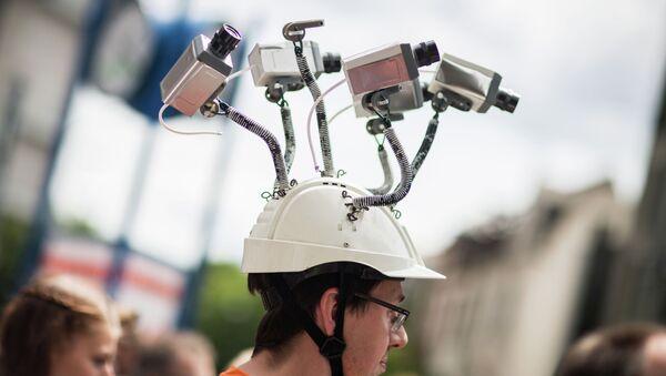 Usa, un manifestante protesta contro le attività di spionaggio della NSA. - Sputnik Italia