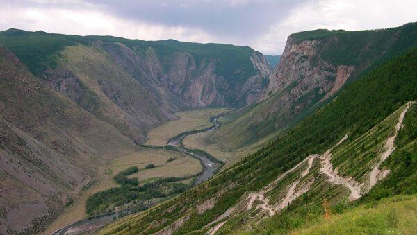 Le montagne di Altay in estate - Sputnik Italia