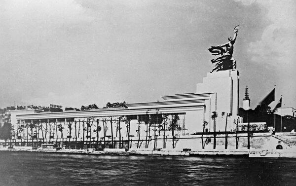Il padiglione dell'URSS all'esposizione universale di Parigi del 1937. - Sputnik Italia
