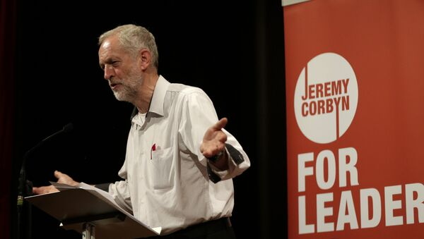 British lawmaker Jeremy Corbyn addressing a meeting during his election campaign for the leadership of the British Labour Party in Ealing, west London, Monday, Aug. 17, 2015. - Sputnik Italia