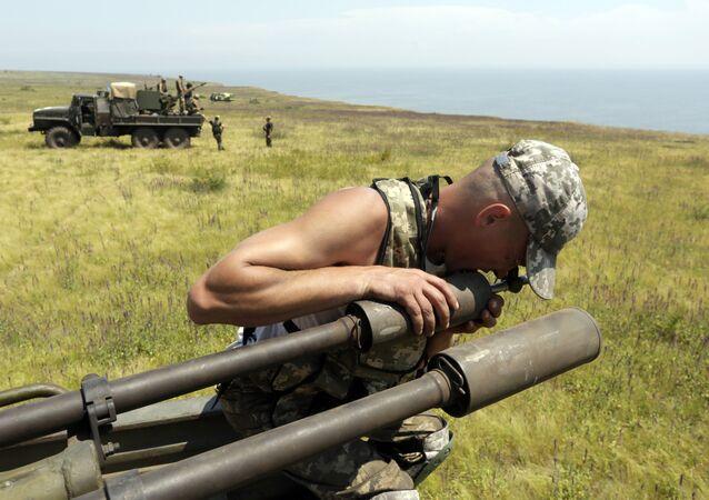 Artiglieria ucraina nei pressi di Mariupol