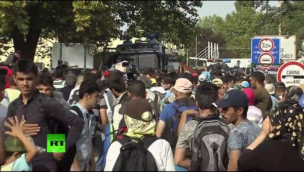 Tensione al confine serbo-ungherese - Sputnik Italia