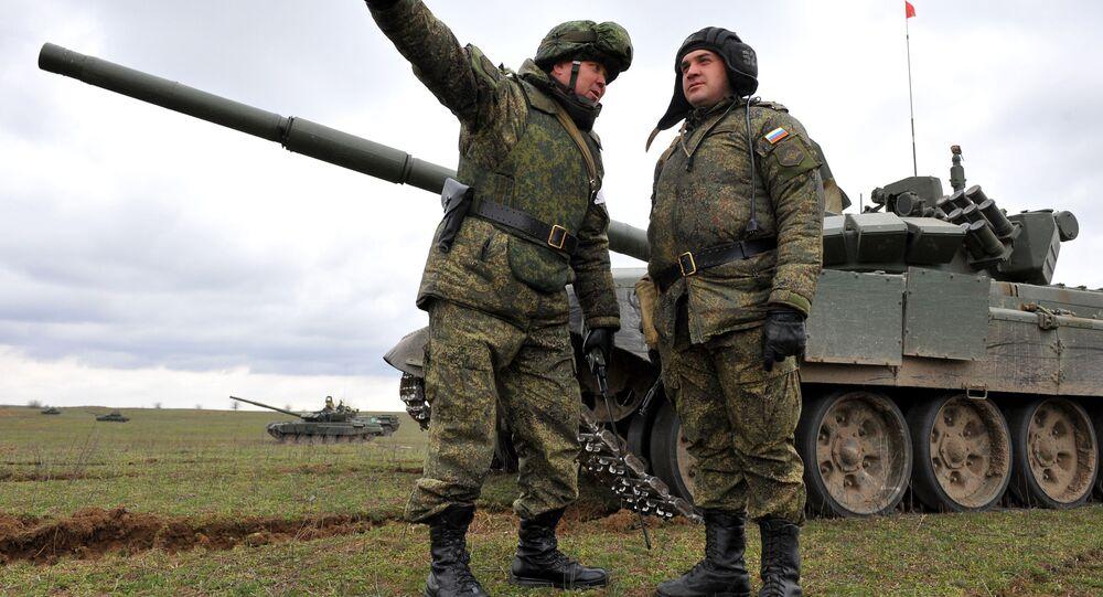 I militari russi durante le esercitazioni al confine con Cecenia (foto d`archivio)