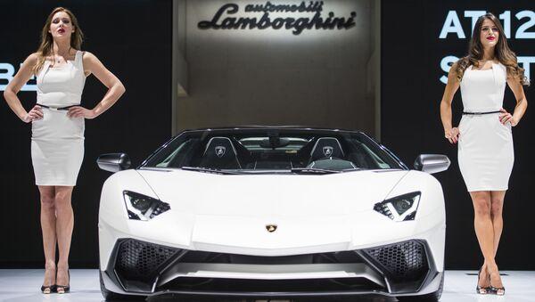 Una Lamborghini Aventador SV Roadster al Salone dell'Automobile di Francoforte  - Sputnik Italia