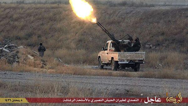 Combattente ISIS spara contro un'aereo militare siriano - Sputnik Italia