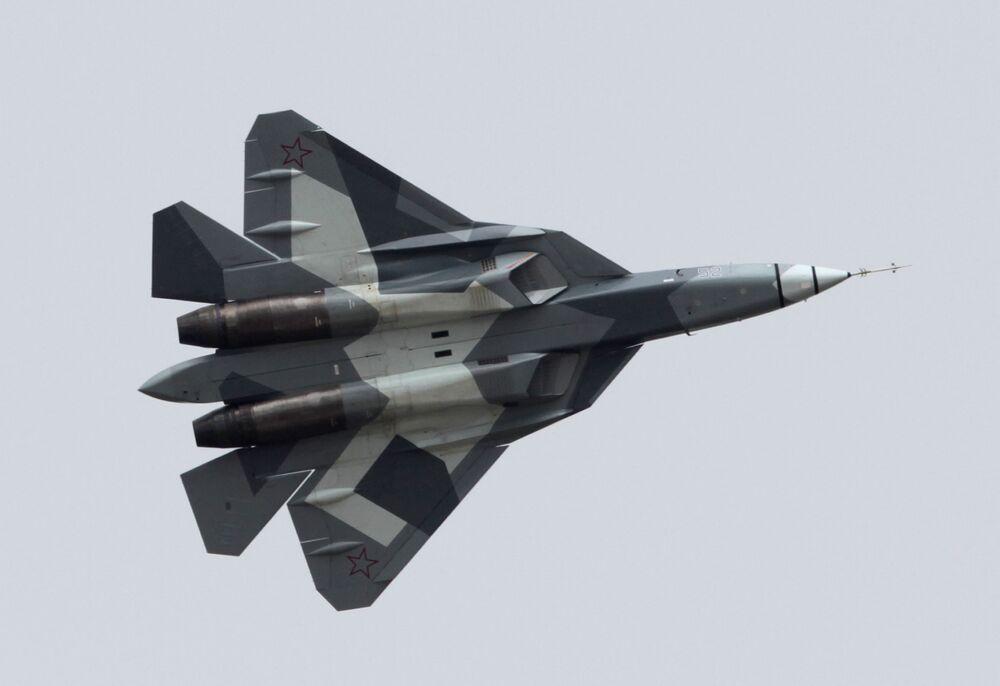 Il caccia T-50 in volo.
