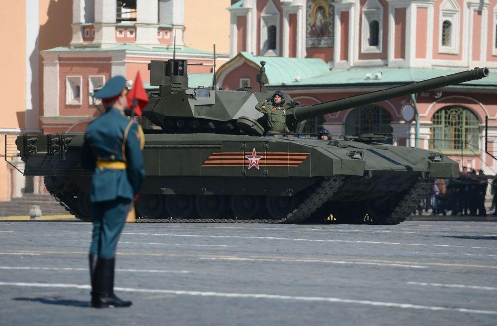 Il carro armato T-14 Armata durante le preparazioni alla parata militare.