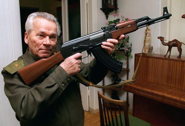Michail Timofeevič Kalašnikov, ingegnere e progettista sovietico, celebre per l'invenzione del fucile d'assalto AK-47. - Sputnik Italia