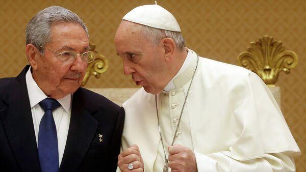 Raul Castro e Papa Francesco - Sputnik Italia