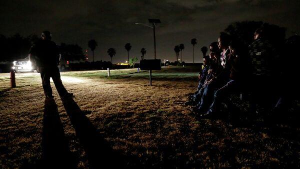 Honduras, la polizia pattuglia il confine con El-Salvador - Sputnik Italia