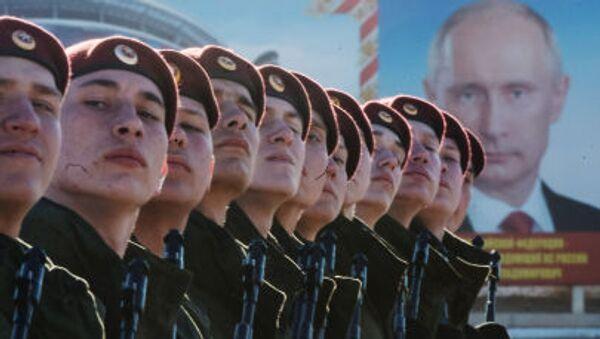 militari si preparano alla parata - Sputnik Italia