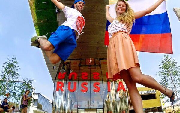Visitatori al padiglione russo di EXPO Milano - Sputnik Italia
