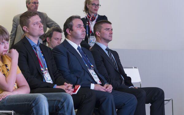 Da sx a dx il vice commissario Ilya Timokhin, il commissario Georgy Kalamanov ed il direttore Sergey Bondarenko - Sputnik Italia