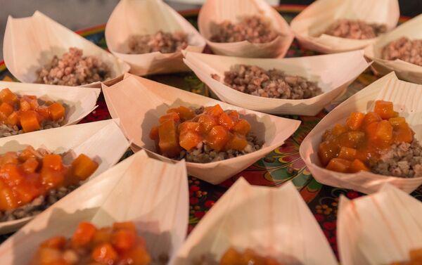 Un assaggio della grechka tipico piatto della cucina russa - Sputnik Italia