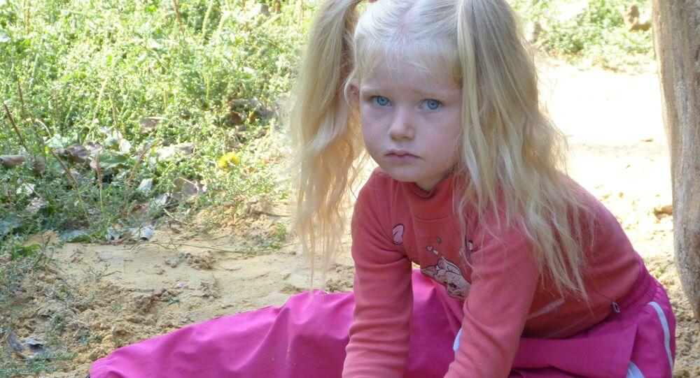 Una bambina a Gorlovka