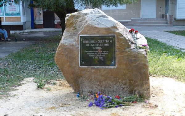 Monumento ai caduti civili a Gorlovka - Sputnik Italia