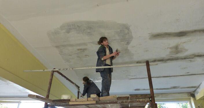 Ricostruzione della scuola a Gorlovka dopo bombardamenti