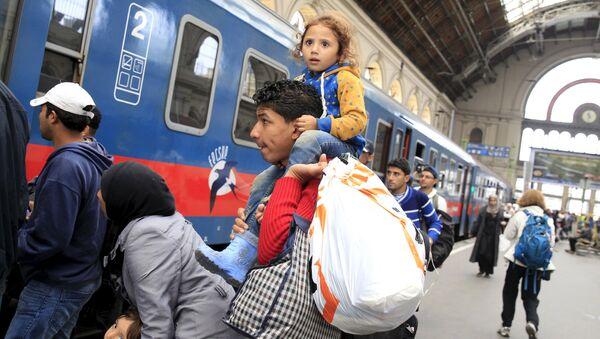 Migranti alla stazione di Budapest - Sputnik Italia