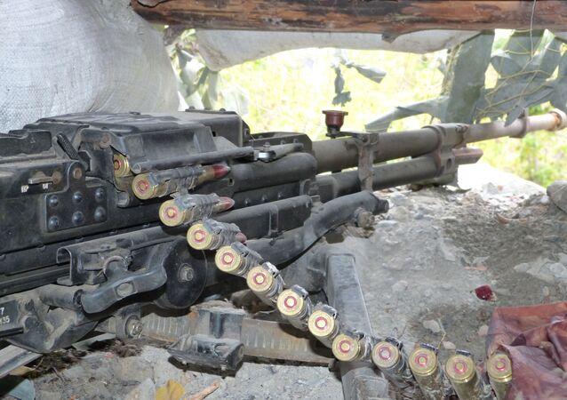 Una mitragliatrice delle forze militari di Donetsk