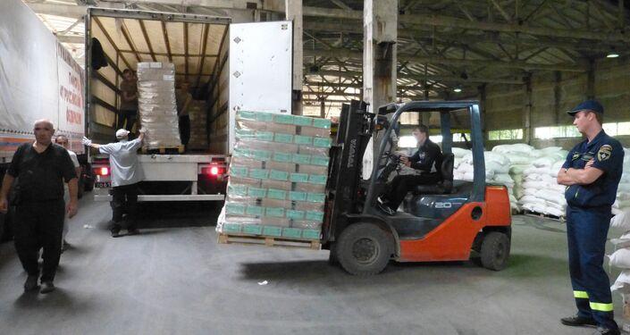 Scaricamento degli aiuti umanitari dalla Russia