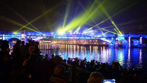 Alla cerimonia dell'apertura del Festival internazionale di Mosca Cerchio di luce. - Sputnik Italia