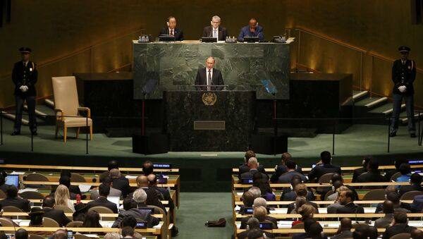 Russian President Vladimir Putin addresses attendees during the 70th session of the United Nations General Assembly at the U.N. Headquarters in New York, September 28, 2015 - Sputnik Italia