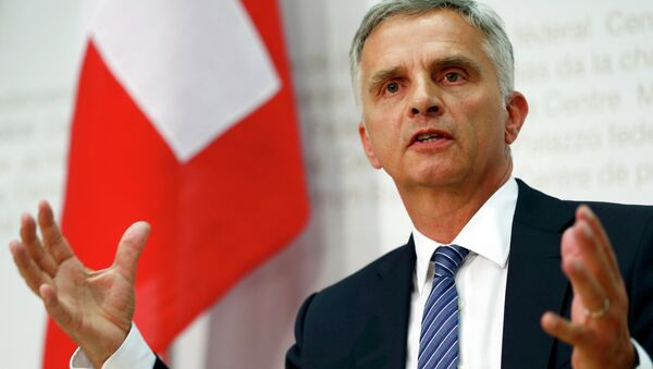 Swiss Foreign Minister Didier Burkhalter speaks to media after the weekly meeting of the Federal Council on the relations between Switzerland and the European Union in Bern, Switzerland June 24, 2015 - Sputnik Italia