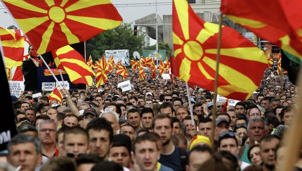 People wave national flags during a protest in front of the Government building in Skopje, Macedonia. - Sputnik Italia