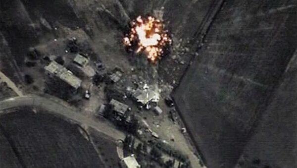 Attacco mirato dell'Aviazione russa in Siria vs ISIS - Sputnik Italia