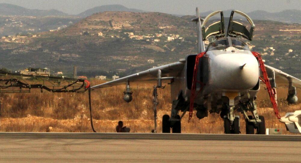 Aerei russi Su-24 nella base aerea vicino a Latakia, Siria (foto d'archivio)