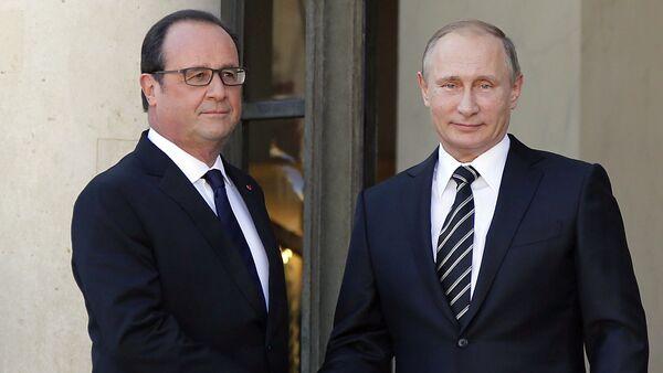 Con presidente francese in carica Hollande Putin aveva discusso la situazione in Donbass. Quali temi saranno in centro d`incontro con ex-presudente Sarkozi? - Sputnik Italia
