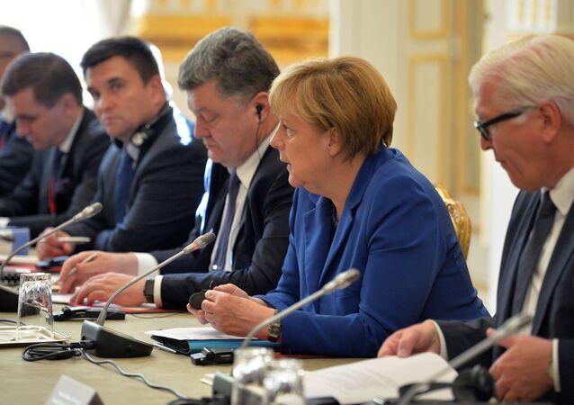 Angela Merkel e Petr Poroshenko