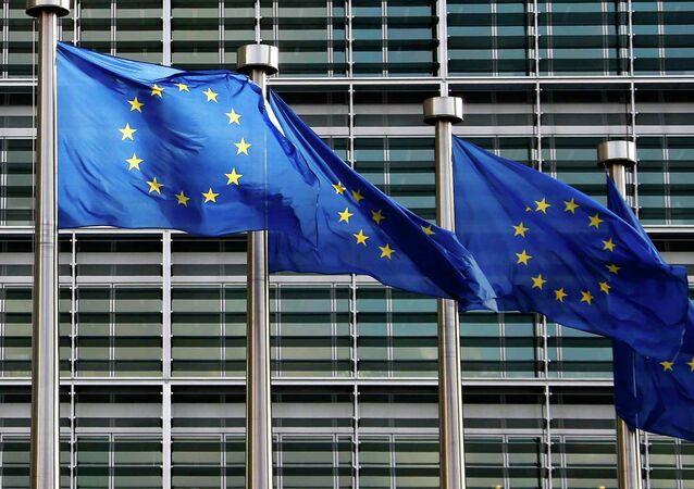 Bandiere Unione Europea di fronte uffici UE a Bruxelles