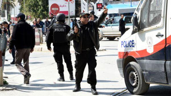 Polizia tunisina di fronte museo Bardo - Sputnik Italia