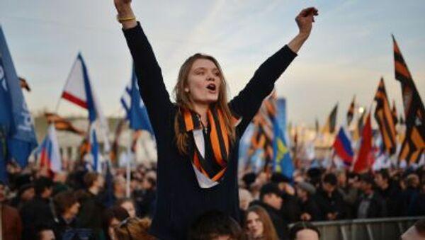 Una ragazza al concerto-comizio dedicato al primo anniversario dell'adesione della Crimea alla Russia. - Sputnik Italia