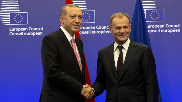 Recep Tayyip Erdogan e Donald Tusk (Turchia - UE) - Sputnik Italia
