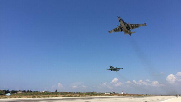 Su-25 russi decollando da Hmeimim - Sputnik Italia