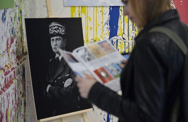 Il ritratto del presidente russo Vladimir Putin con il volto di Charles de Gaulle alla mostra Universo di Putin a Mosca. - Sputnik Italia