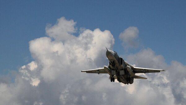 Russian Su-24 front-line bomber jet takes off at Latakia airport, Syria - Sputnik Italia
