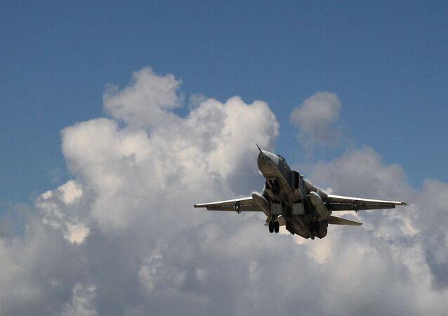Un Su-24 russo nel cielo