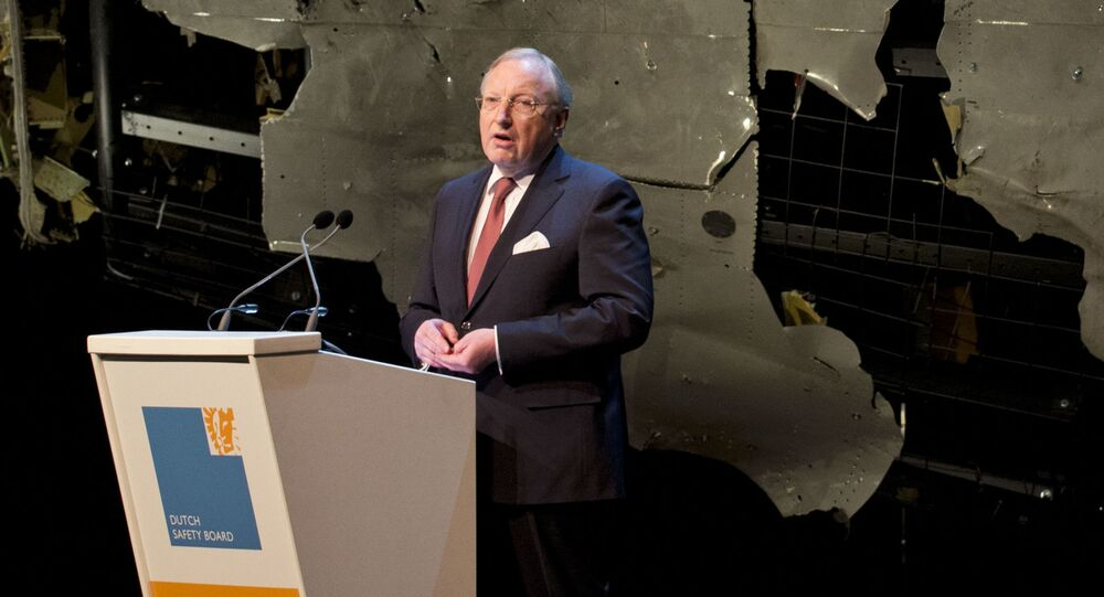 Presidente del Consiglio olandese per la sicurezza dei voli, Tjibbe Joustra, durante la conferenza stampa