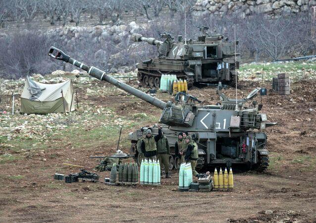 Soldati israeliani sulle Alture del Golan al confine con la Siria