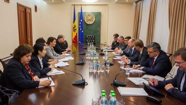L'incontro di Valeriu Strelet con i membri della commissione FMI - Sputnik Italia